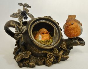 1398-Robins-in-Teapot-Large-Bowbrook-Studios-300x236